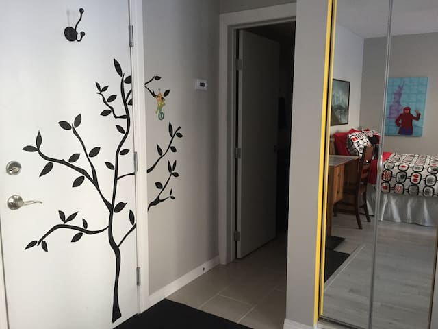Trendy Space in Trendy Spot, Studio Apt on Whyte - Edmonton - Huoneisto