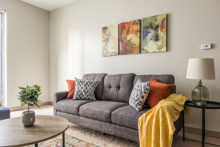 Center of Entertainment | 1br At The Commons