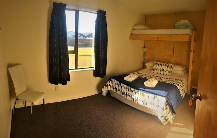 SNOW DENN LODGE, METHVEN - Queen Bed with overhead bunk and ensuite