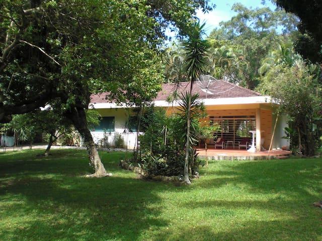 Casa de frente a Ilha Bela /House facing Ilha Bela