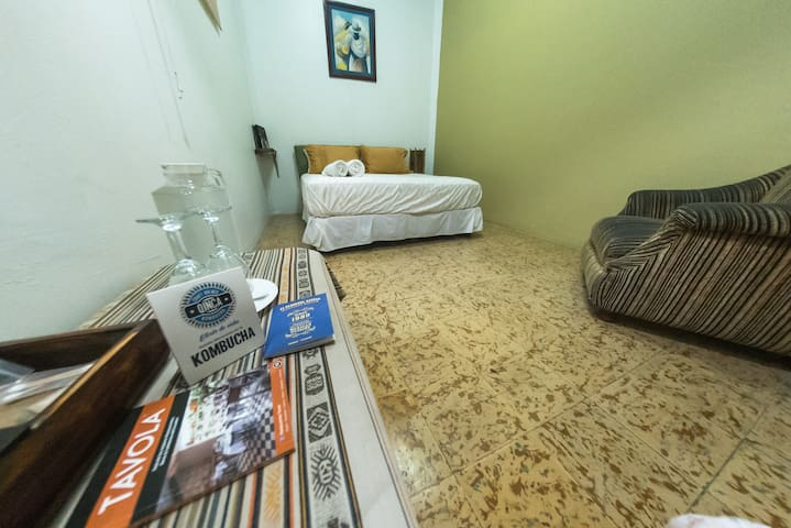 Room with shared bathroom in Guayaquil´s Malecon