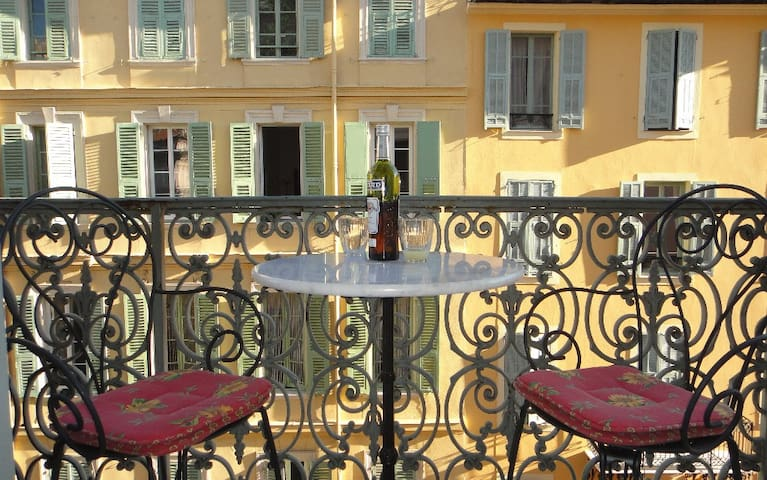 All day sunshine leads to peaceful evenings enjoying the atmosphere of Rue Massena