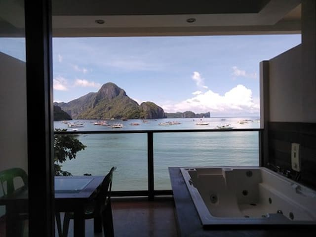 Beachfront View with Jacuzzi