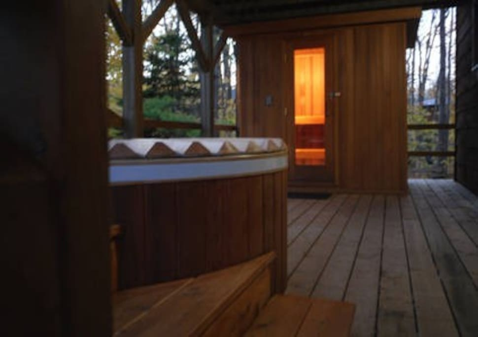 Private Outdoor Hot Tub and Sauna