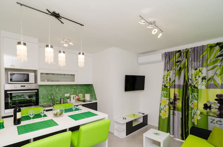 SUPERFANTASTIC GREEN 1BR with Sea View - Sobra - Appartement