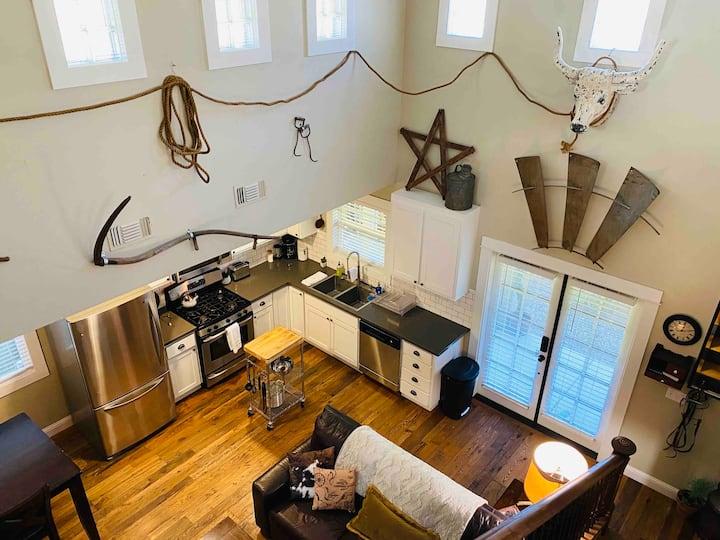 Coolest 'Cowboy' Cottage + Best Downtown Location