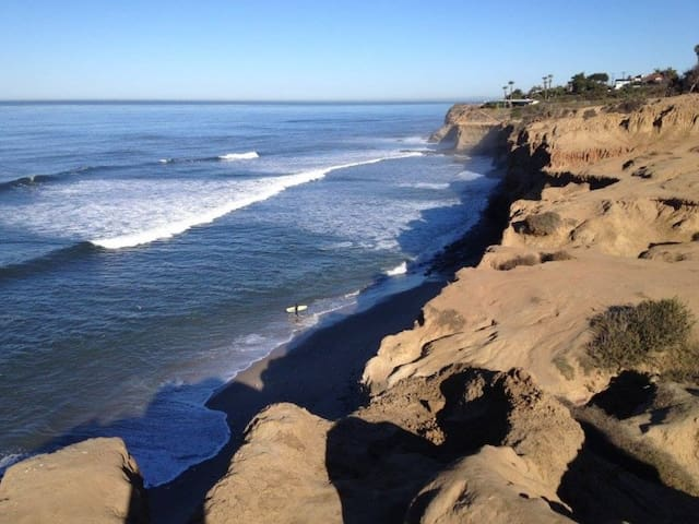 Sunset Cliffs Beachstyle 4 bedroom home w/ a View