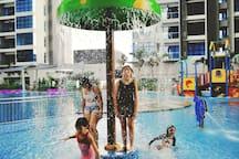 (F1)Atlantis by Felicia/4-6 pax/HUGEpool/in City
