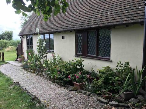 Tranquil cottage in an idyllic Kentish village