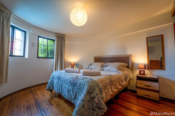 Double room in a charming house w/ great view+pool