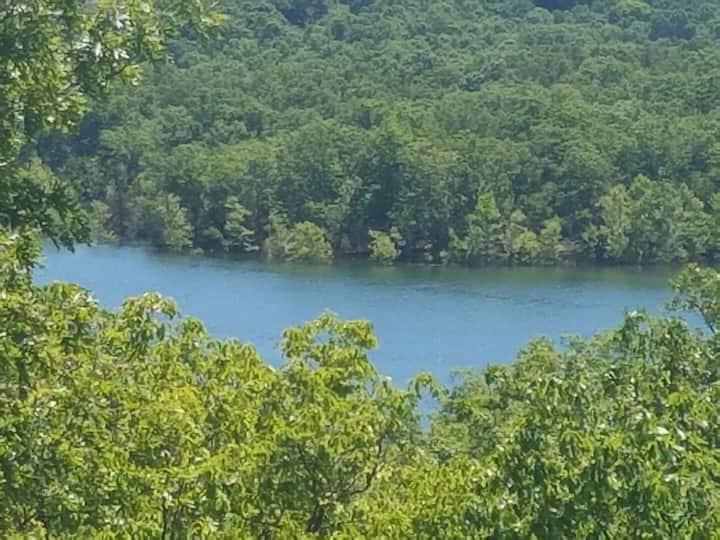 Lake View! King Master, Close to SDC & Table Rock!