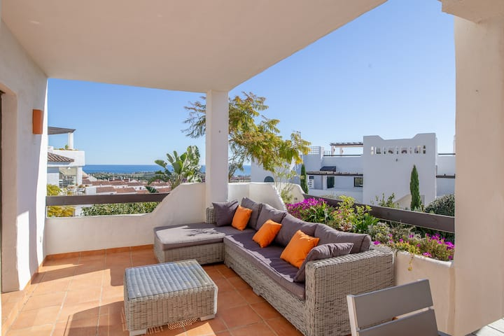 2193-Modern apt with terrace and seaview
