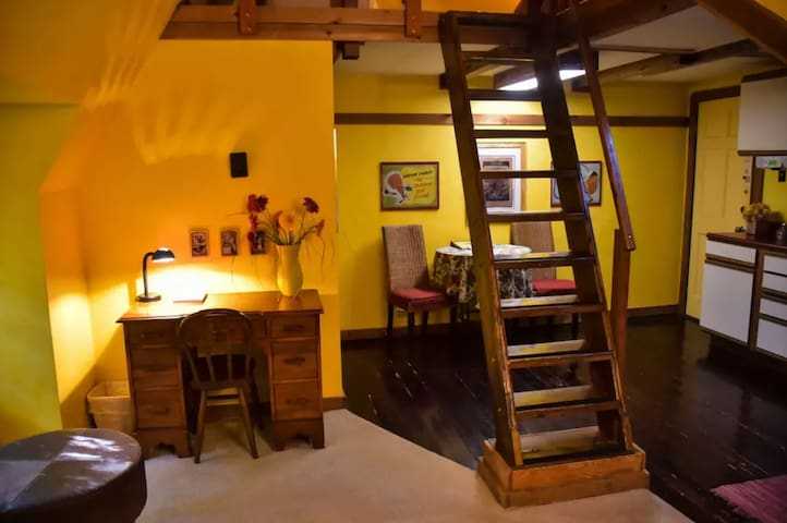 Qn Rm w/Kitchen-Stone Soup Inn (NE Loft)