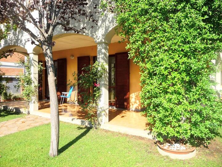 Il Frantoio Apartment 1 with patio by Mondosol