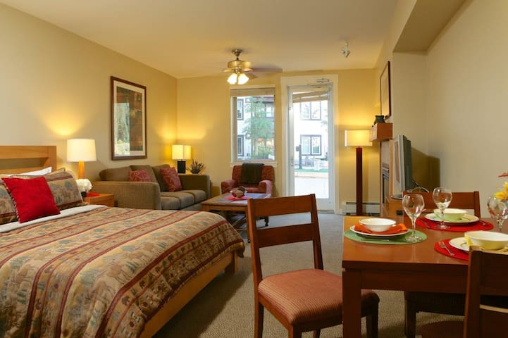 Walk Straight Out To The Hot Tub & Grills From This Spacious Studio - Winter Park - Διαμέρισμα