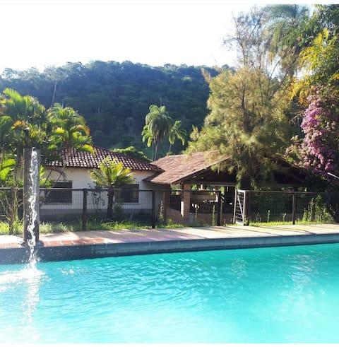 Quinta das Mangueiras: country house with pool