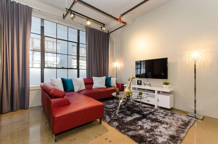 Downtown LA EXTRAORDINARY One Bedroom Suite