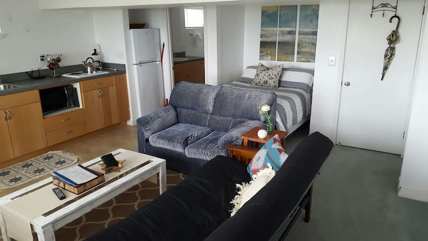 Basement Studio with Water View - Port Angeles - Διαμέρισμα