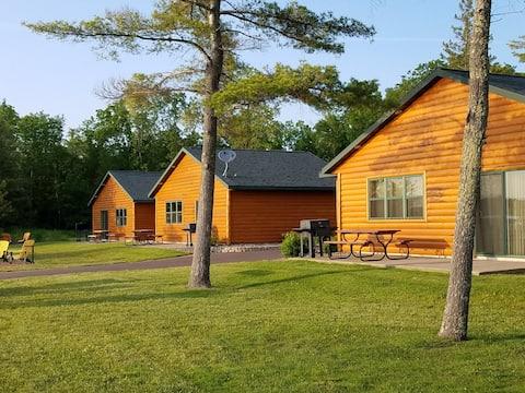 Modern luxury 3 BR cabin on Butternut Lake