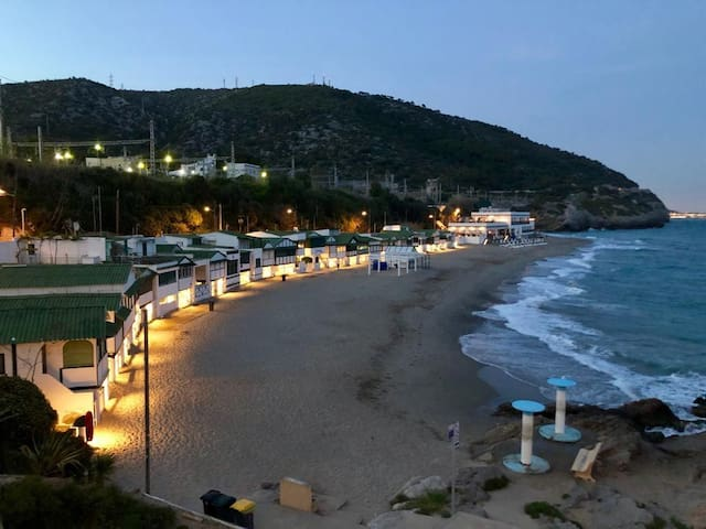 GARRAF BEACH-SEAVIEW 20 km Barcelona,13 km Airport