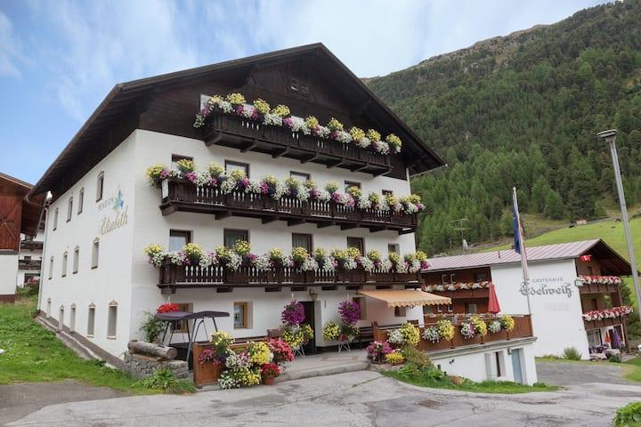 Gemütliche Ferienwohnung in Vent mit Terrasse