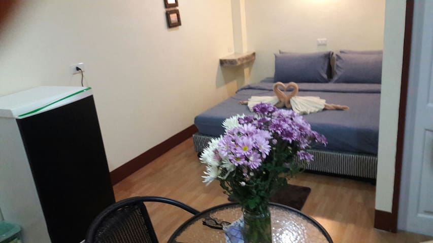 DeLuxe A/C Double Room - Sleep Inn Hostel - Ko Tao - Apartment