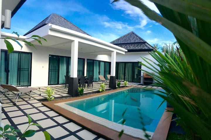 Perfect Modern Family Villa with Pool