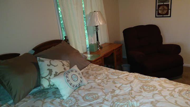 Big Recliner & Comfortable Bed - Cartersville!