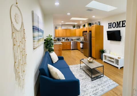 Entire 2BR 2BA Place-Cozy Private Modern & Clean