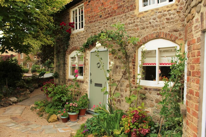 Little Lodge- Romantic rural escapes for two!