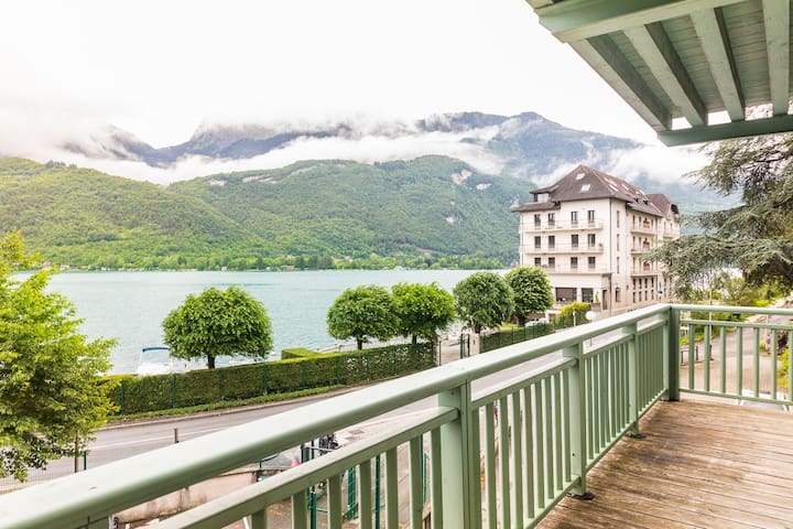 Annecy Lake View on outdoor balcony