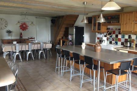 Belle maison de famille La Fermette - Junhac - Dům