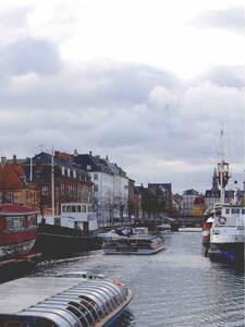 Charming & warm houseboat-flat in the heart of CPH