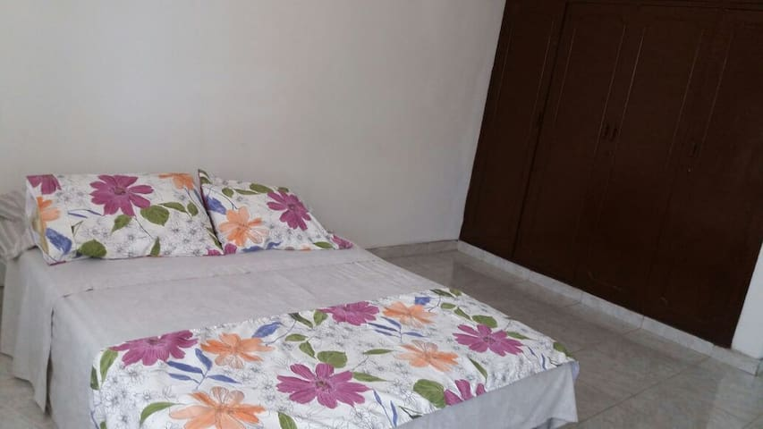 Confortable and nice rooms near PalmettoCenterMall - Cali - Huis