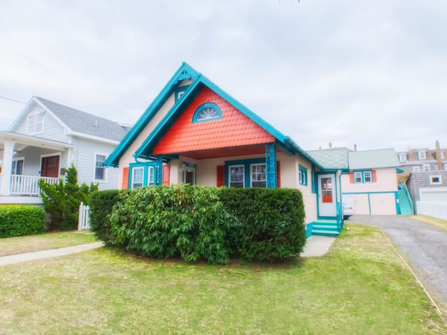 One Block to Beach with Parking, Beach Box & More!