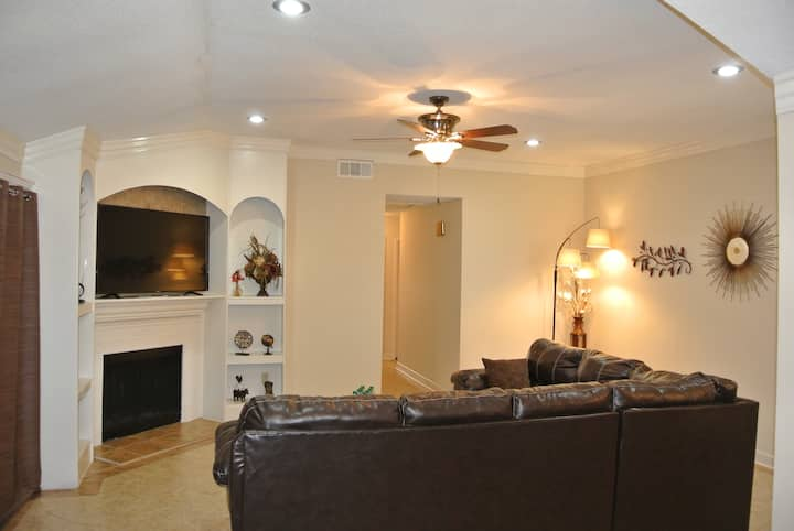 4BR+2BA/2King+3Queen/Newly Remodeled/Very Comfy!!