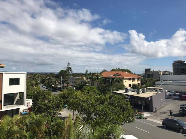 Private Room, 2 Minute Walk to the Beach! - Miami - Lejlighed