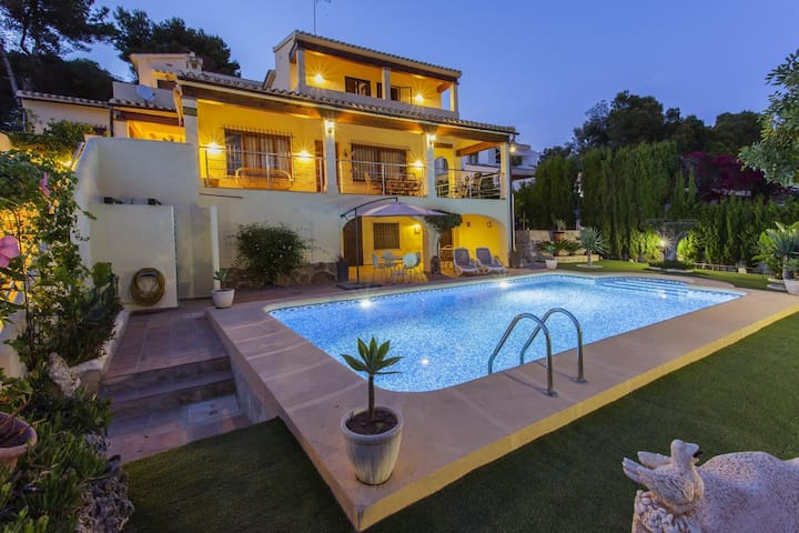 SATURN - Rental for 8 people 700 meters away from the center of Moraira