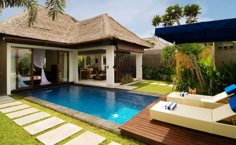 ROMANTIC HONEYMOON 1BR PRIVATE POOL VILLA SEMINYAK