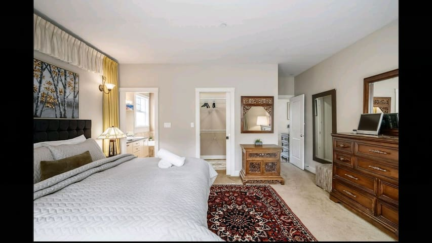 Private ensuite king room