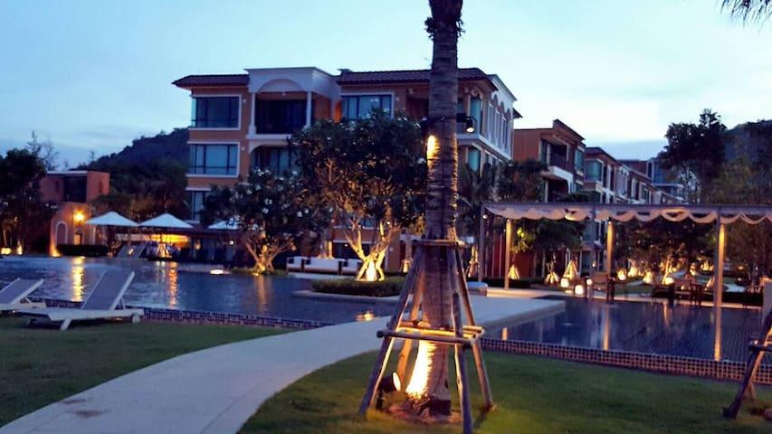 Beachfront condominium - ตำบล ปากน้ำปราณ - Apartamento