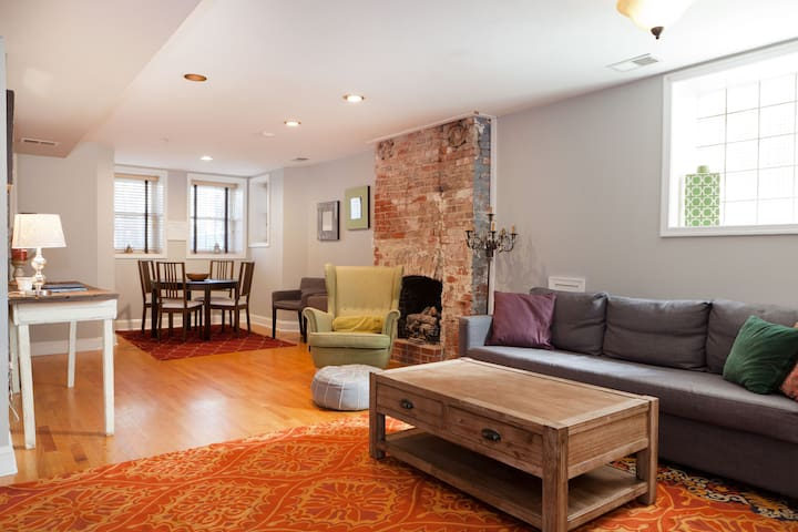 Large 2 bdrm in the heart of Columbia Heights!