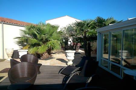 villa  avec piscine couverte - Dompierre-sur-Mer - Villa