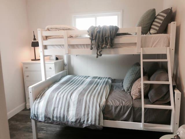 second bedroom 1 double mattress bunk/one single