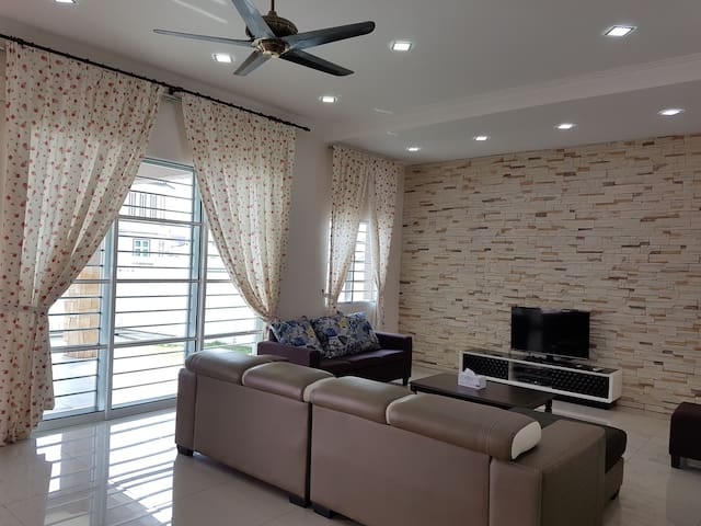 Clean, comfort, spacious homestay (17 pax)