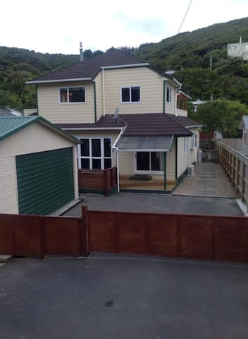 6 bedroom home away from home  in Plimmerton. - Porirua