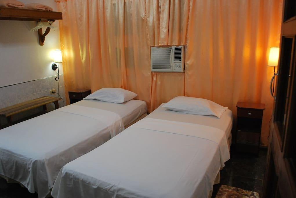 Habitación climatizada, camas individuales que se convierten en Extracameras
