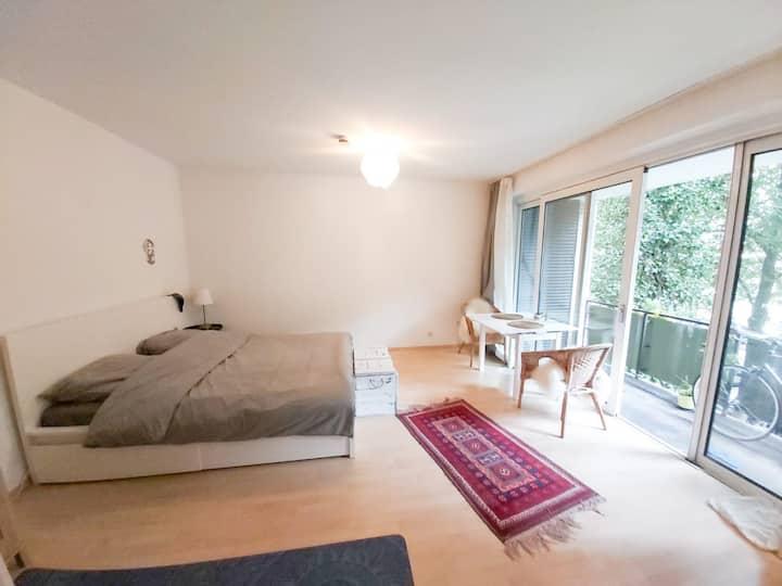 Helle Einzelzimmer-Wohnung nahe der Alster