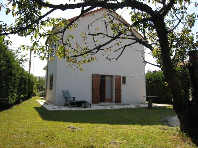 studio équipé au calme avec jardin - Aubière - Lägenhet