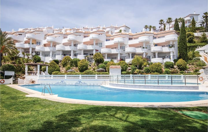 Awesome apartment in Calahonda with Outdoor swimming pool, WiFi and Outdoor swimming pool